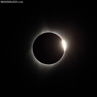 "The ""diamond ring"" effect takes place at the beginning and (in this case) end of eclipse totality."